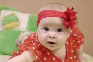Petit Poá, a estampa de bolinha, combinou com o laço da baby Laura Emanuelly