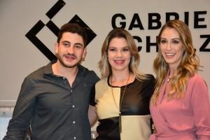 Filipe e Gabriella Schulz com a arquiteta Natasha Pereira